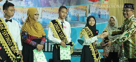 Sukses Cetak Siswa Peraih 222 Penghargaan