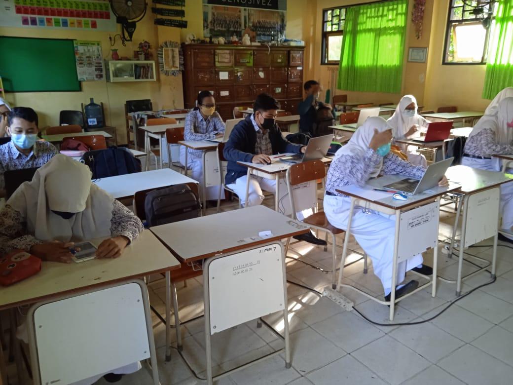 Evaluasi Hasil Belajar Berbasis Komputer dan Smarthphone (EHB-BKS) Kelas XII SMANSA Tuban